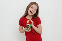Παιδί και matrioshka Στοκ Εικόνες