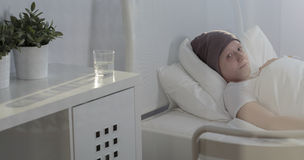 Παιδί καρκίνου που μένει στο νοσοκομείο Στοκ Φωτογραφία