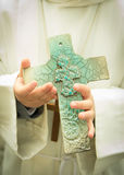 Παιδί με έναν σταυρό Στοκ φωτογραφία με δικαίωμα ελεύθερης χρήσης