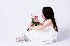 Παιδί με μια ανθοδέσμη στοκ φωτογραφίες