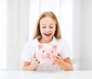 Παιδί με τη piggy τράπεζα Στοκ Εικόνα