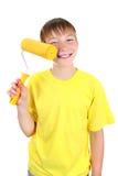 Παιδί με τον κύλινδρο χρωμάτων Στοκ φωτογραφία με δικαίωμα ελεύθερης χρήσης