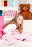 Παιδί με τον πόνο στομαχιών Στοκ Φωτογραφίες