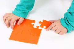 Παιδί με το γρίφο στοκ εικόνα με δικαίωμα ελεύθερης χρήσης