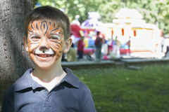 Παιδί με το χρωματισμένο πρόσωπο Στοκ εικόνα με δικαίωμα ελεύθερης χρήσης