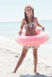 Παιδί μόδας στην παραλία στοκ φωτογραφίες με δικαίωμα ελεύθερης χρήσης