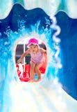 Παιδί που έχει τη διασκέδαση στο aquapark Στοκ Εικόνες