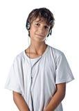 Παιδί που ακούει τη μουσική με τα ακουστικά που απομονώνεται Στοκ εικόνα με δικαίωμα ελεύθερης χρήσης