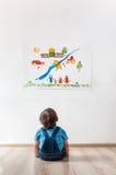 Παιδί που εξετάζει την εικόνα Στοκ Εικόνες