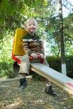 Παιδί που οδηγά σε μια ταλάντευση Στοκ εικόνα με δικαίωμα ελεύθερης χρήσης