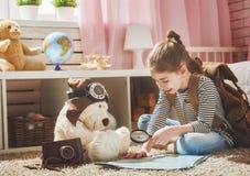 Παιδί που παίρνει έτοιμο για το ταξίδι Στοκ Φωτογραφίες