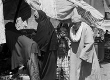 Παιδί σε ένα πλήθος Στοκ Φωτογραφίες