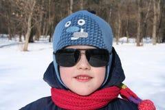 Παιδί στα σκοτεινά γυαλιά Στοκ φωτογραφία με δικαίωμα ελεύθερης χρήσης