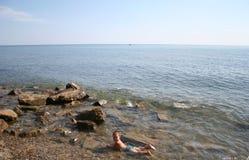 Παιδί στη θάλασσα Στοκ φωτογραφίες με δικαίωμα ελεύθερης χρήσης