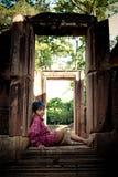 Παιδί στις καταστροφές Angkor Thom Στοκ Φωτογραφίες