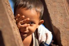 Παιδί στις καταστροφές Angkor Thom Στοκ Φωτογραφία