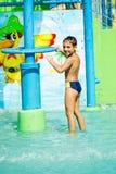 Παιδί στο πάρκο aqua Στοκ φωτογραφία με δικαίωμα ελεύθερης χρήσης