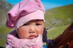 Παιδί στο ροζ στο Κιργιστάν Στοκ Εικόνες
