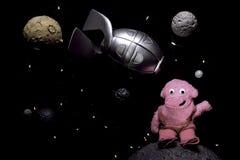 Παιδιάστικη διαστημική σκηνή με τον πύραυλο και το φιλικό αλλοδαπό Στοκ Εικόνες
