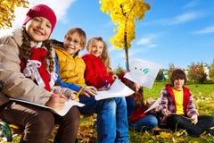Παιδιά έξω από το σχέδιο Στοκ Εικόνα