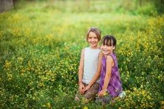 Παιδιά ευτυχή υπαίθρια Στοκ Εικόνες