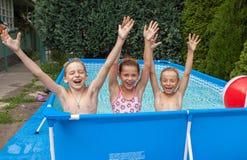 Παιδιά ευτυχίας στη λίμνη Στοκ εικόνες με δικαίωμα ελεύθερης χρήσης