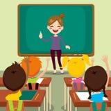 Παιδιά και δάσκαλος στην τάξη Στοκ εικόνα με δικαίωμα ελεύθερης χρήσης