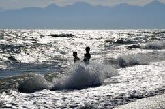Παιδιά και θάλασσα Στοκ Εικόνες