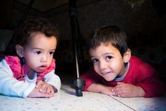 Παιδιά και τρίποδο Στοκ Φωτογραφία