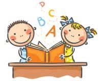 Παιδιά με ένα βιβλίο ελεύθερη απεικόνιση δικαιώματος