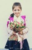 Παιδιά με τα λουλούδια στην πρώτη σχολική ημέρα στη Μόσχα Στοκ Φωτογραφία