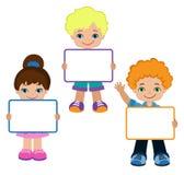 Παιδιά με τα σημάδια Πίνακας πλαισίων Λευκός πίνακας πλαισίων συνεδρίασης των παιδιών Στοκ Εικόνες
