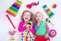 Παιδιά με τα όργανα μουσικής Στοκ Εικόνες