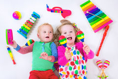 Παιδιά με τα όργανα μουσικής Στοκ εικόνες με δικαίωμα ελεύθερης χρήσης
