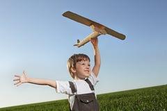 Παιδιά με airplan Στοκ Εικόνες