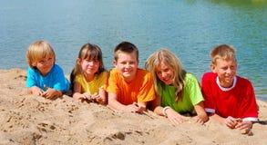 παιδιά παραλιών Στοκ εικόνα με δικαίωμα ελεύθερης χρήσης