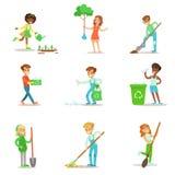 Παιδιά που βοηθούν στη φιλική προς το περιβάλλον κηπουρική, τη φύτευση των δέντρων, που καθαρίζουν υπαίθρια, την ανακύκλωση των α ελεύθερη απεικόνιση δικαιώματος