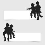 Παιδιά που εγκαθιστούν στο άσπρο έμβλημα την καθορισμένη απεικόνιση Στοκ Εικόνες