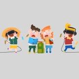Παιδιά που διαβάζουν και που χρωματίζουν με ένα σύνολο εικονικής πραγματικότητας Στοκ εικόνες με δικαίωμα ελεύθερης χρήσης