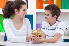 Παιδιά που κερδίζουν χρήματα Στοκ Φωτογραφίες