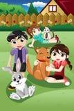 Παιδιά που παίζουν με τα κατοικίδια ζώα τους διανυσματική απεικόνιση