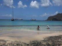 Παιδιά που παίζουν στην καραϊβική θάλασσα φιλμ μικρού μήκους