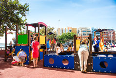 Παιδιά που παίζουν στην παιδική χαρά Στοκ εικόνα με δικαίωμα ελεύθερης χρήσης