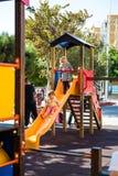 Παιδιά που παίζουν στην παιδική χαρά Στοκ εικόνες με δικαίωμα ελεύθερης χρήσης