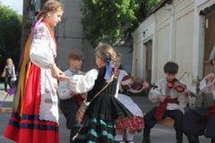 Παιδιά που παίζουν τα λαϊκά όργανα Στοκ φωτογραφία με δικαίωμα ελεύθερης χρήσης