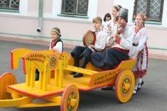 Παιδιά που παίζουν τα λαϊκά όργανα Στοκ φωτογραφίες με δικαίωμα ελεύθερης χρήσης
