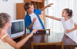 Παιδιά που παίζουν romp το παιχνίδι Στοκ Εικόνα
