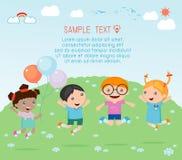 Παιδιά που πηδούν με τη χαρά, ευτυχή πηδώντας παιδιά, ευτυχές παιχνίδι παιδιών κινούμενων σχεδίων Στοκ εικόνες με δικαίωμα ελεύθερης χρήσης