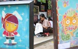 Παιδιά που σύρουν το σχέδιο μπατίκ Στοκ εικόνα με δικαίωμα ελεύθερης χρήσης