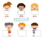 Παιδιά που τιτιβίζουν πίσω από την αφίσσα, ευτυχή παιδιά, χαριτωμένα παιδάκια στο άσπρο υπόβαθρο Στοκ Εικόνα